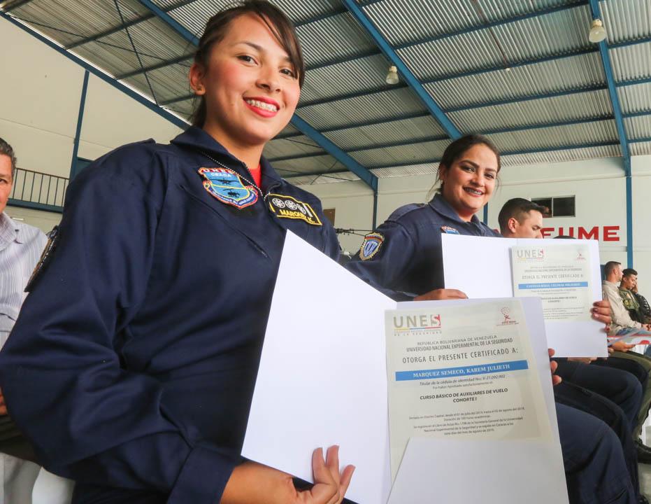 Certificados como Auxiliar de Vuelo funcionarios de diferentes órganos de seguridad del país (10)