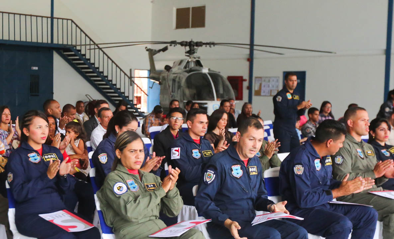 Certificados como Auxiliar de Vuelo funcionarios de diferentes órganos de seguridad del país (16)