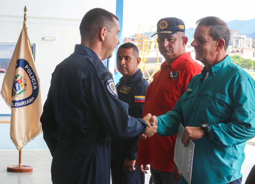 Certificados como Auxiliar de Vuelo funcionarios de diferentes órganos de seguridad del país (5)