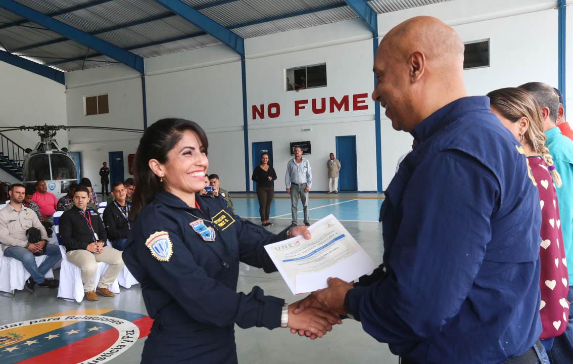 Certificados como Auxiliar de Vuelo funcionarios de diferentes órganos de seguridad del país (8)