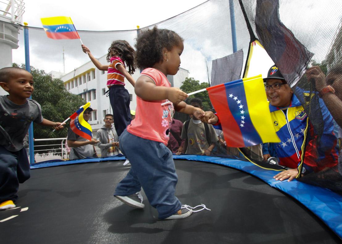 Mpprijp entrega obsequios a 200 niños de fundaciones en Caracas (10)