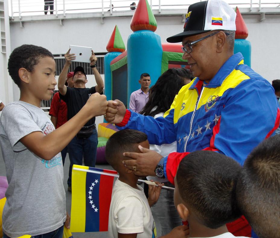 Mpprijp entrega obsequios a 200 niños de fundaciones en Caracas (12)