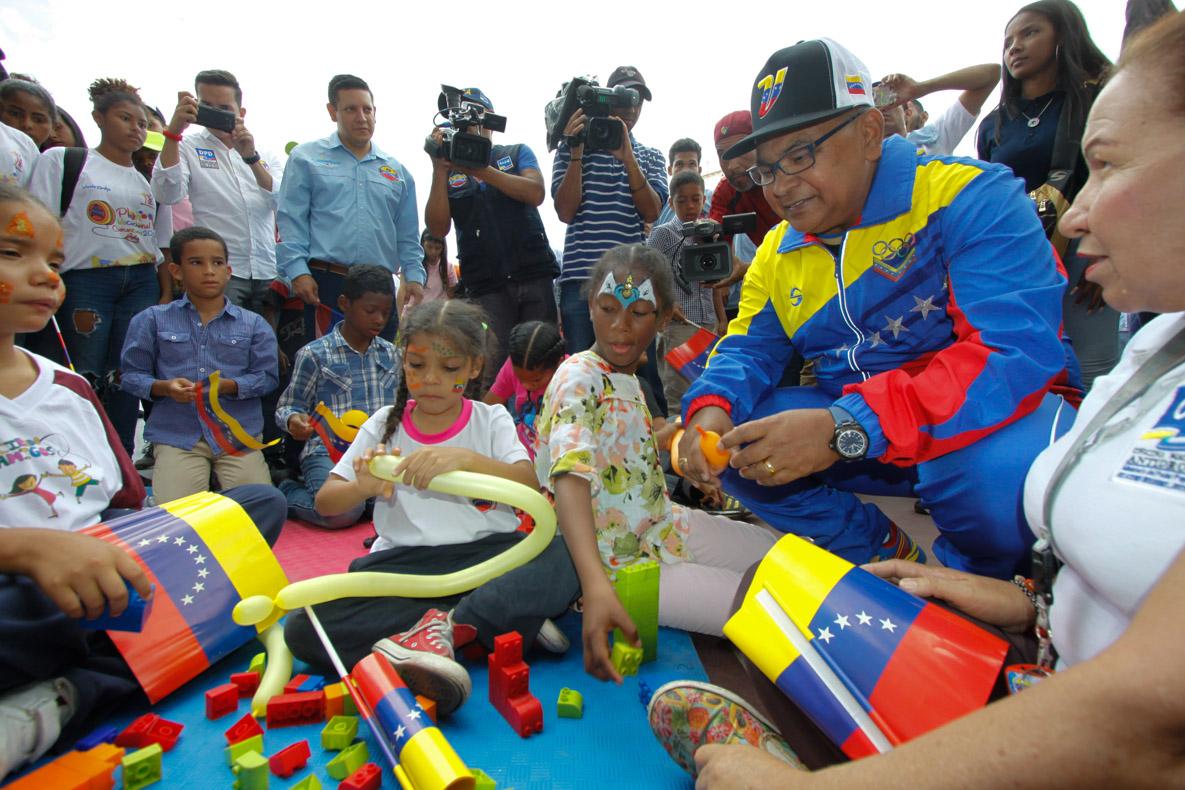 Mpprijp entrega obsequios a 200 niños de fundaciones en Caracas (16)