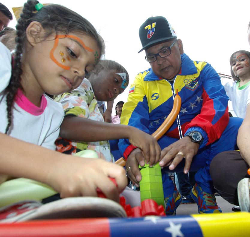 Mpprijp entrega obsequios a 200 niños de fundaciones en Caracas (17)