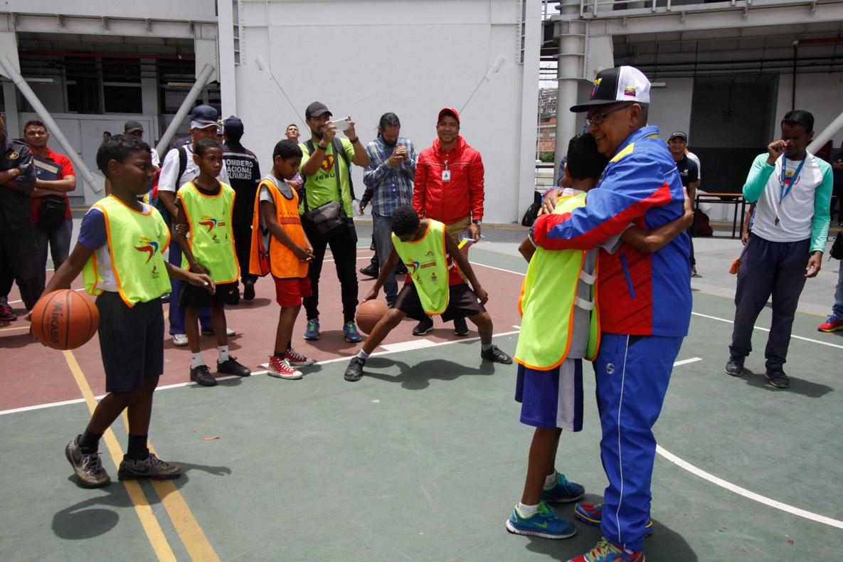 Mpprijp entrega obsequios a 200 niños de fundaciones en Caracas (33)