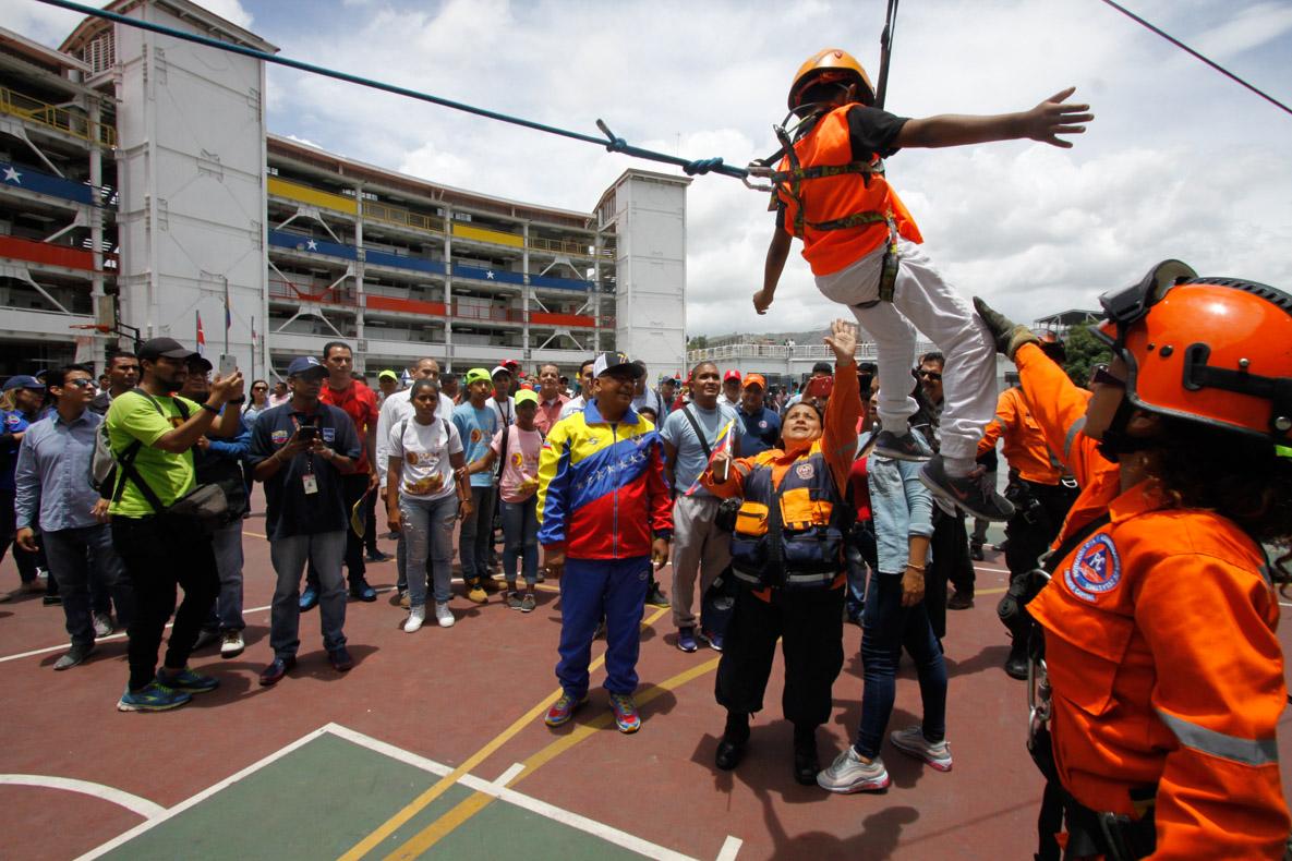 Mpprijp entrega obsequios a 200 niños de fundaciones en Caracas (35)