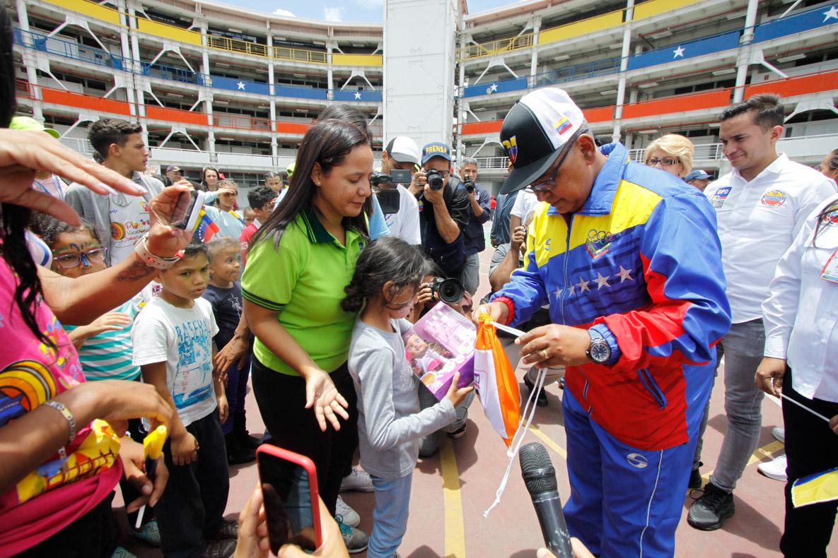 Mpprijp entrega obsequios a 200 niños de fundaciones en Caracas