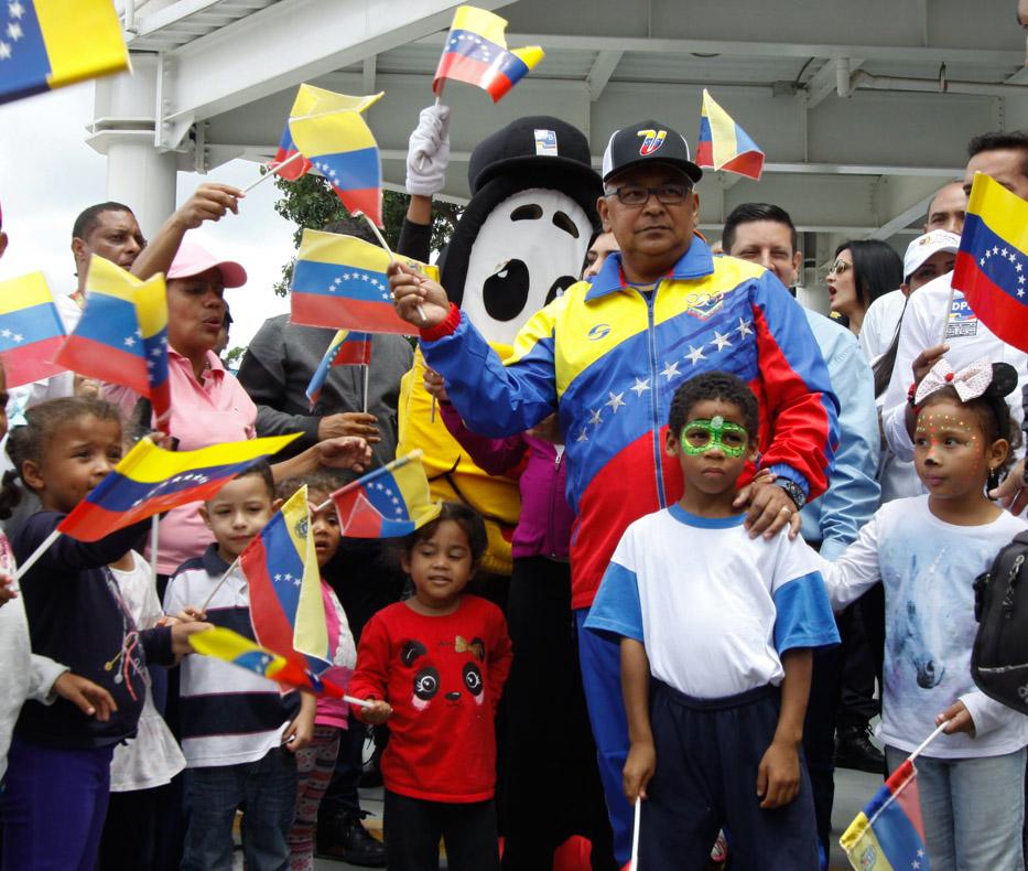 Mpprijp entrega obsequios a 200 niños de fundaciones en Caracas (5)