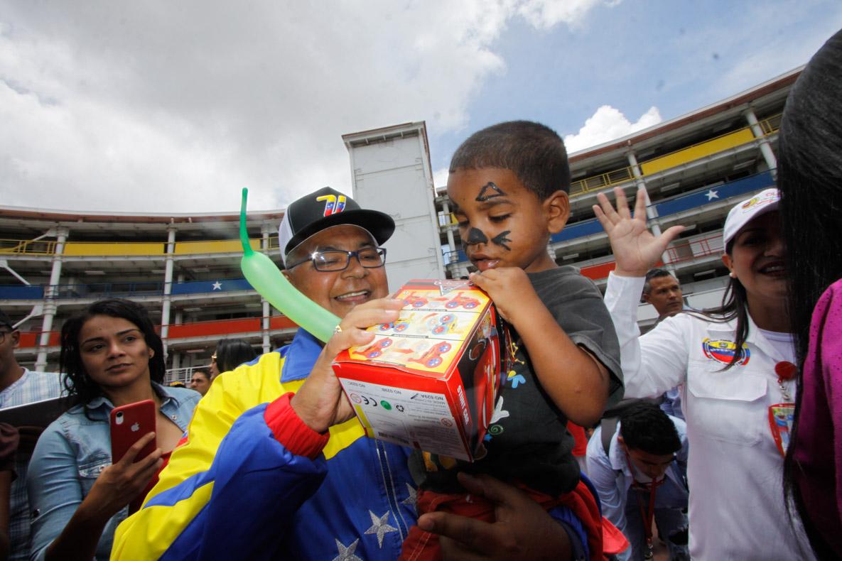 Mpprijp entrega obsequios a 200 niños de fundaciones en Caracas (51)