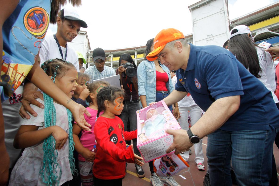 Mpprijp entrega obsequios a 200 niños de fundaciones en Caracas (53)