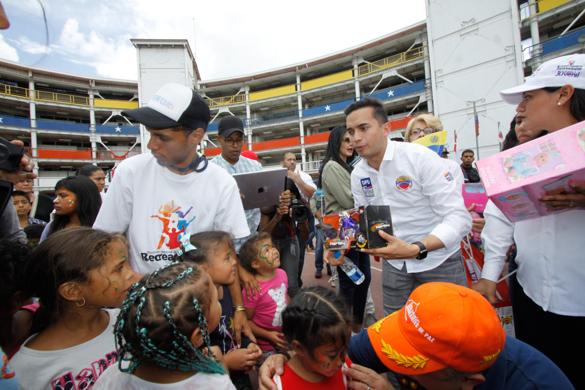 Mpprijp entrega obsequios a 200 niños de fundaciones en Caracas (54)