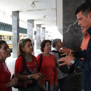 Usuarios del Saime son atendidos personalmente por el director Gustavo Vizcaíno (5)