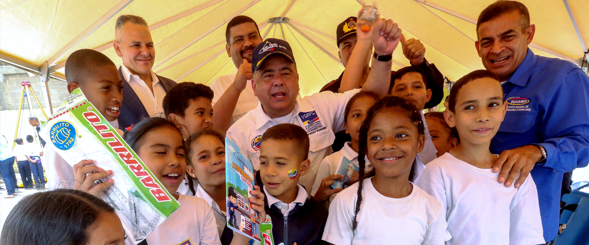 "Estudiantes de la E.B. ""Dr. Caracciolo Parra León"" recibieron útiles escolares"