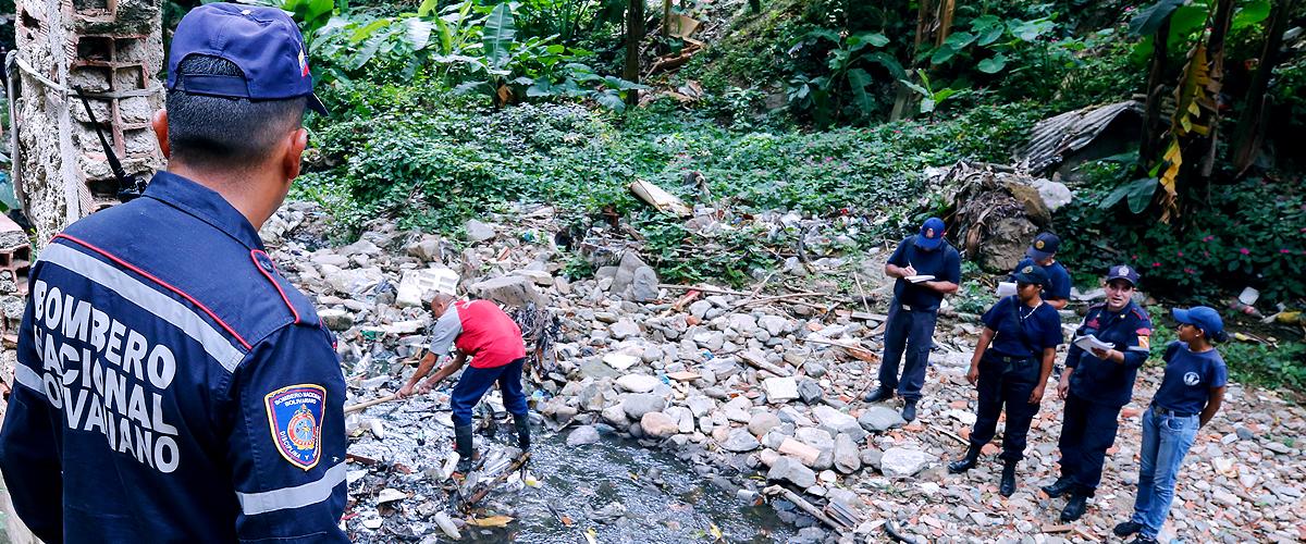 Funcionarios del Sistema de Gestión de Riesgo inspeccionan quebrada Catuche de La Pastora