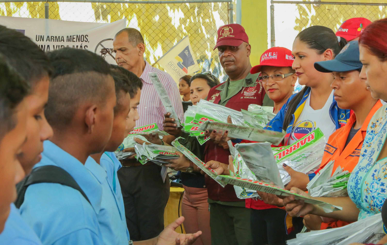Frente Preventivo entregó útiles escolares a más de mil estudiantes guaireños (10)