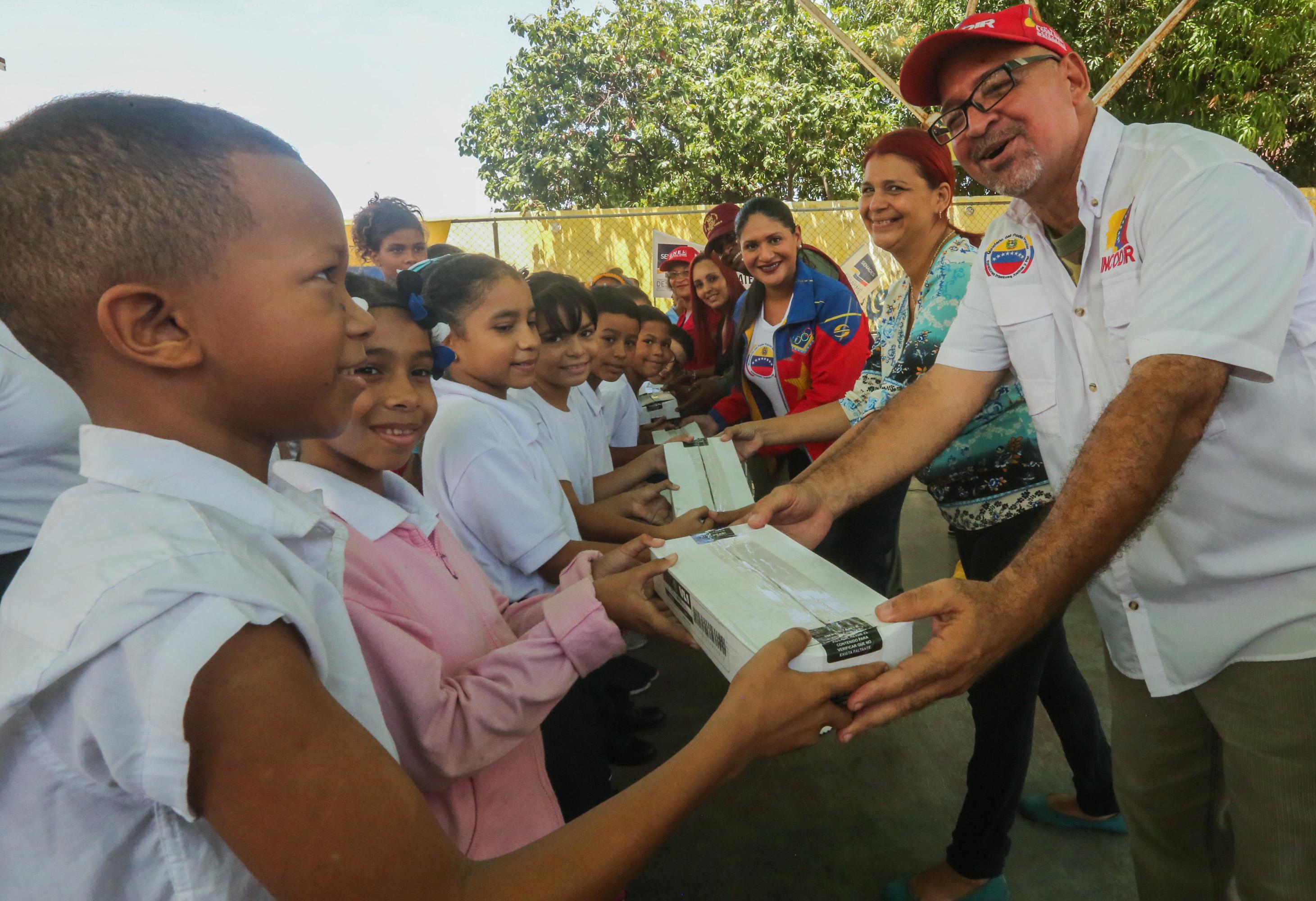 Frente Preventivo entregó útiles escolares a más de mil estudiantes guaireños (12)