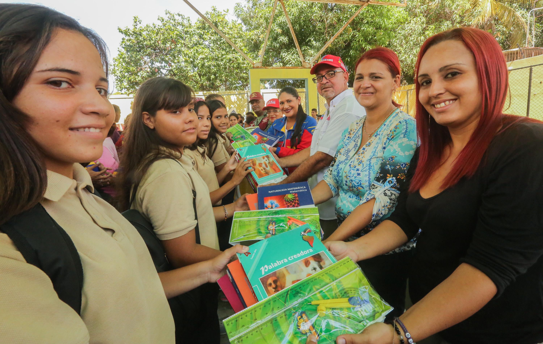 Frente Preventivo entregó útiles escolares a más de mil estudiantes guaireños (8)