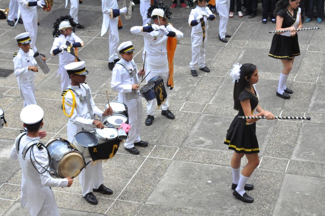 Frente Preventivo entrega kits escolares a más de 600 alumnos de la UEN La Aplicación en La Vega (7)