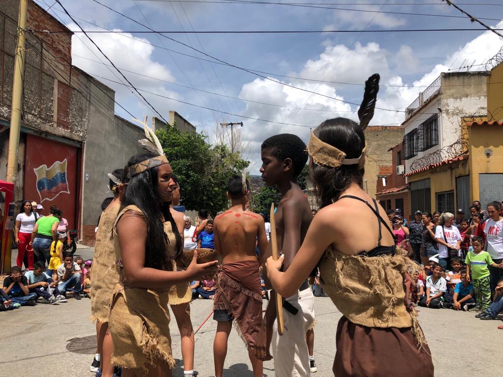 Parroquia Santa Rosalía celebra Día de la Resistencia Indígena con actividades culturales (2)