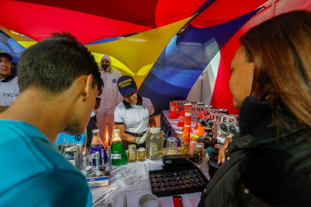 Estudiantes de la UNES presentaron recreación de un suceso en ambiente cerrado