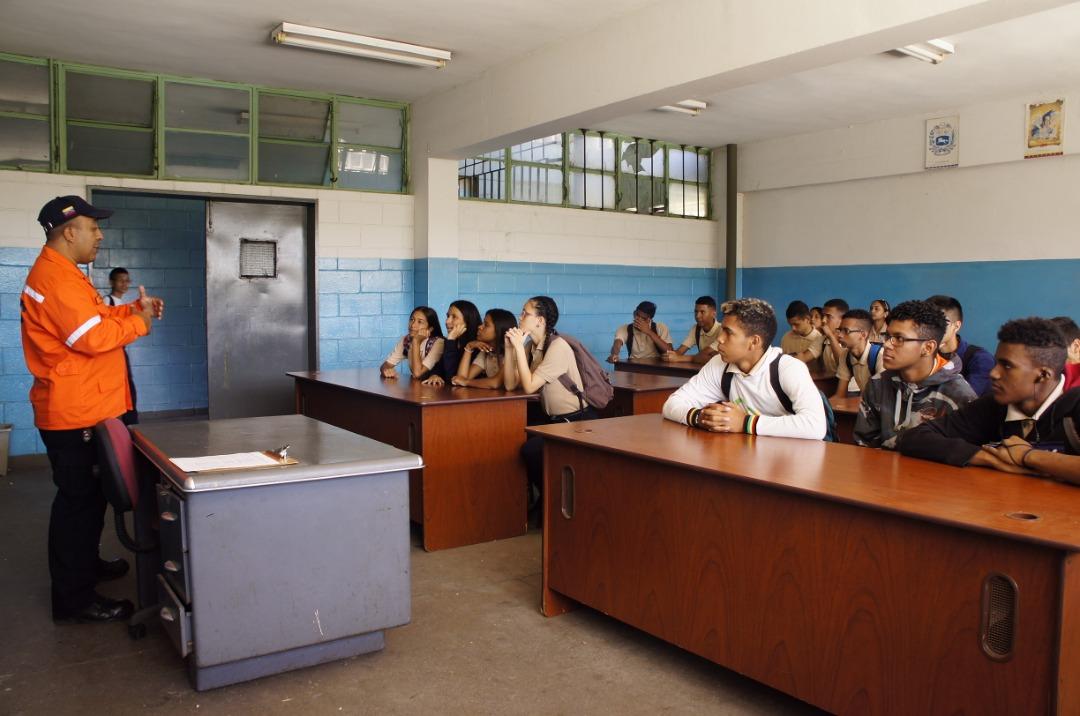 Simulacro de desalojo en escuela técnica de Coche promueve la cultura preventiva en estudiantes (4)
