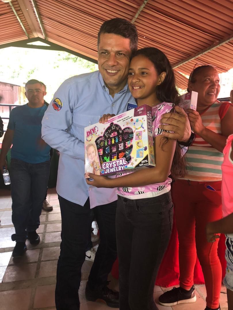 Realizada jornada de cedulación y entrega de juguetes en población Tiara en Aragua