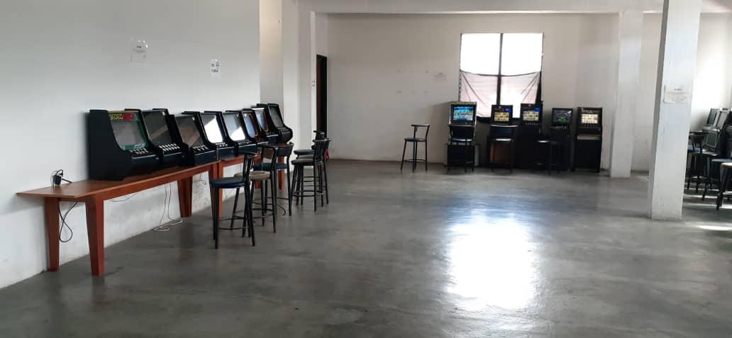 Incautan 49 máquinas traganíqueles en local clandestino en Carrizal (4)