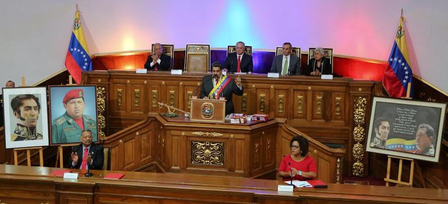 Presidente Maduro ordena el cobro en Petro de servicios que ofrece el Estado