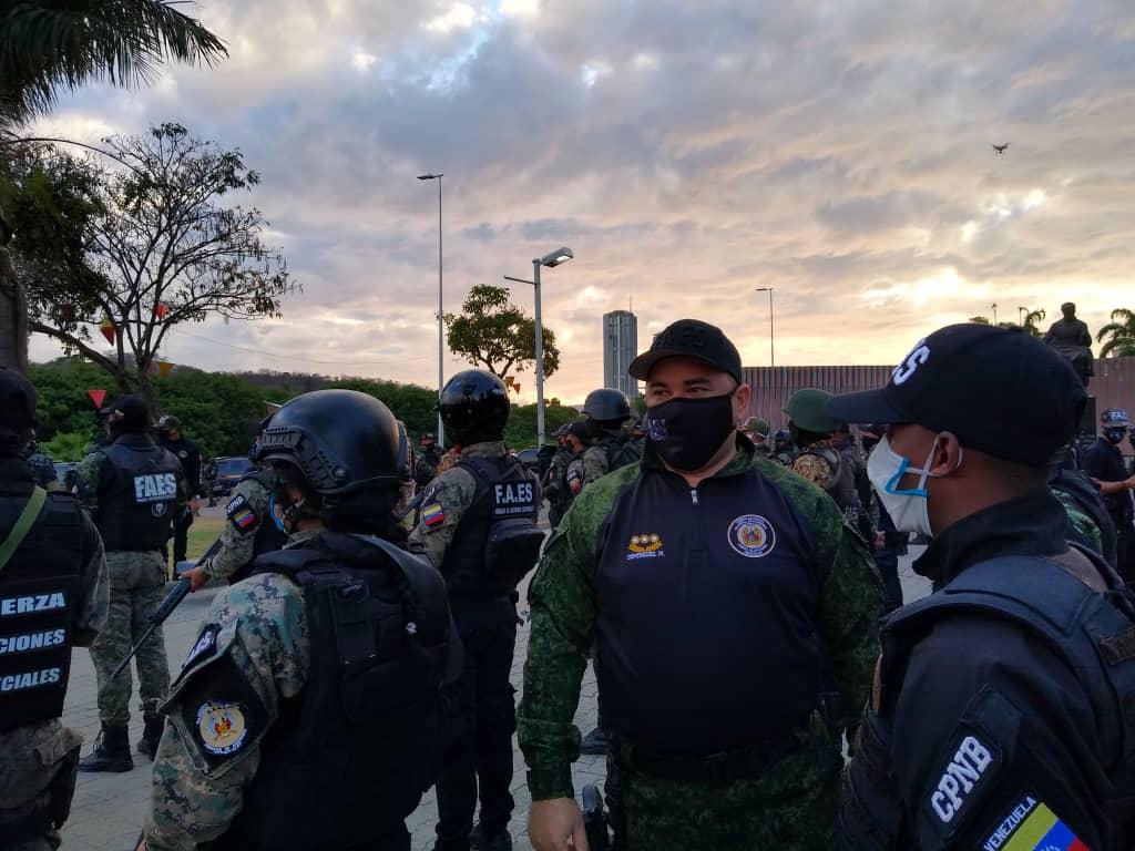 Funcionarios de la FAES llevan mensajes preventivos para contener el Covid-19