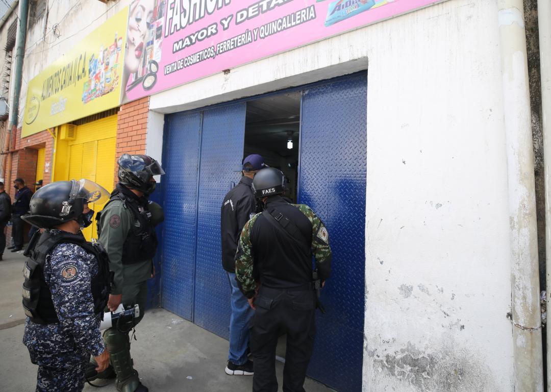 Cierran establecimientos por incumplimiento de cuarentena radical en parroquia Sucre de Caracas