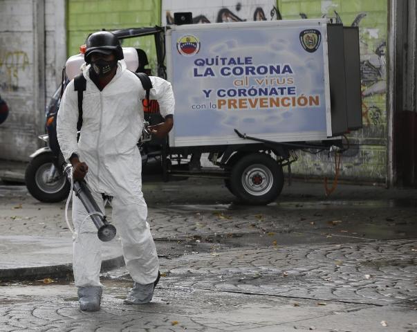 Funcionarios de la PNB realizan jornada de desinfección en estación del Metro Petare