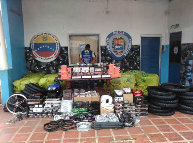 Capturado sujeto por contrabando de 870 neumáticos en Falcón