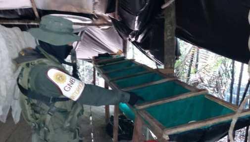 Destruyen campamento con 15 laboratorios de drogas en frontera con Colombia