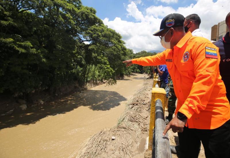 Gobierno nacional atiende a familias afectadas por desbordamiento del río El Limón