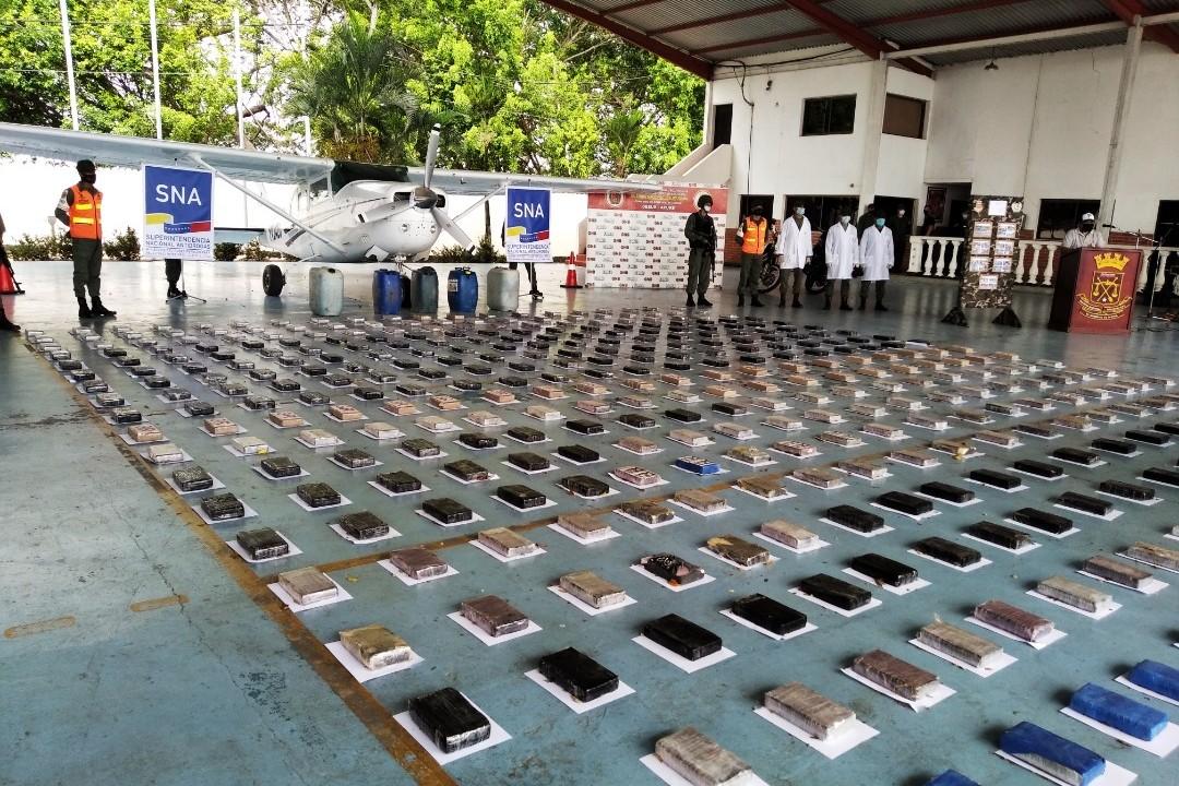 GNB localiza pista no autorizada e incauta 537.7 Kg de cocaína en el estado Apure